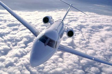 Avion Intre Nori
