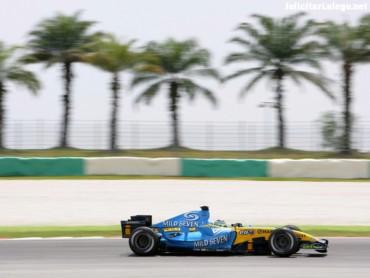Renault F1 R26 side