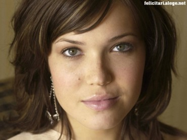 Mandy Moore face