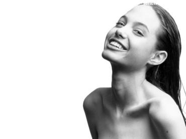 Nude Angelina