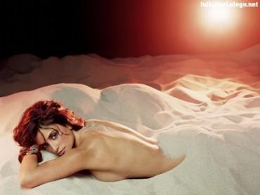 Penelope Cruz sand